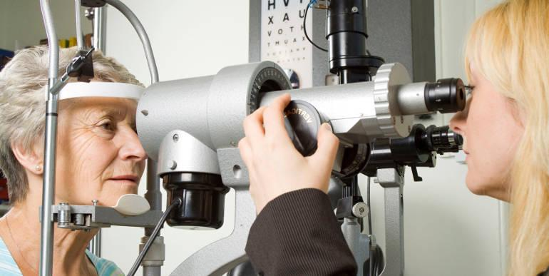 Лечение сухой формы макулодистрофии сетчатки глаза