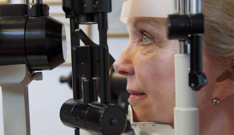 Лечение возрастной макулярной дегенерации (ВМД)